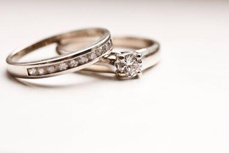 2 つのダイヤモンドの指輪