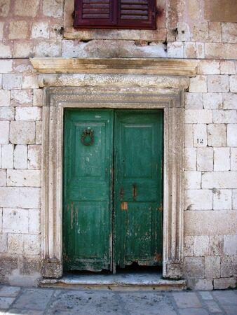puerta verde: Green Door Hvar Croacia