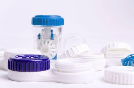 utiles de aseo personal: Conjunto de lentes de contacto.  Foto de archivo