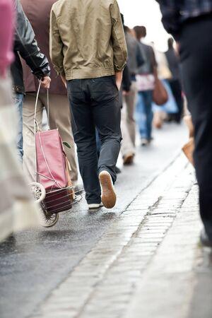 Crowd walking - group of people walking together (motion blur) Zdjęcie Seryjne - 7823318
