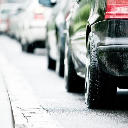 accidente transito: Atasco de tr�fico en carretera inundada causa lluvia