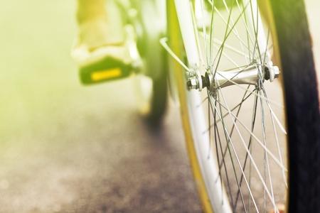 retro bicycle: Primer plano de una rueda de coche bicicleta