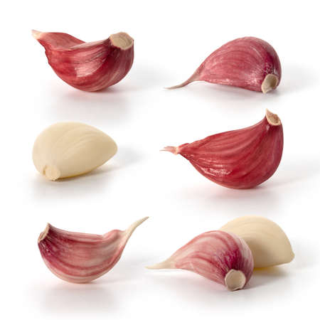 A few cloves of fresh red garlic on a white background. Full depth of field. With clipping paths. Stok Fotoğraf