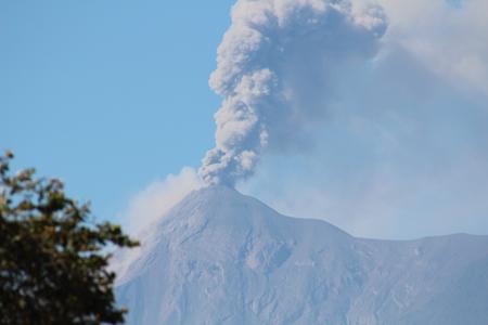 Erupting volcano in Guatemala Foto de archivo