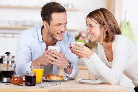 Klaar voor de dag met een ochtend koffie en ontbijt