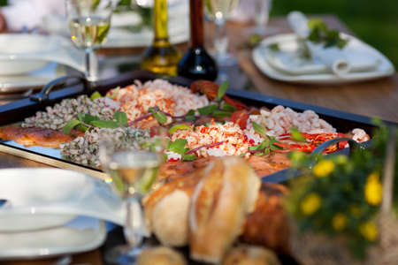mouthwatering: Selective focus of prawns in tray on dining table