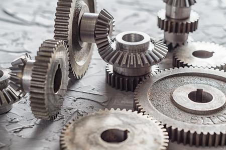 Engrenage et réducteur en acier, détails techniques. Roues dentées en métal. Concept de l'industrie. Banque d'images