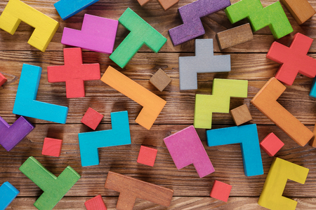 Abstract background with different colorful shapes wooden blocks. Geometric shapes in different colors. Concept of creative, logical thinking. Banque d'images