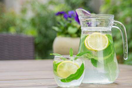 Fresh homemade lemonade with ice and mint on the table with copy space. Standard-Bild - 104353111