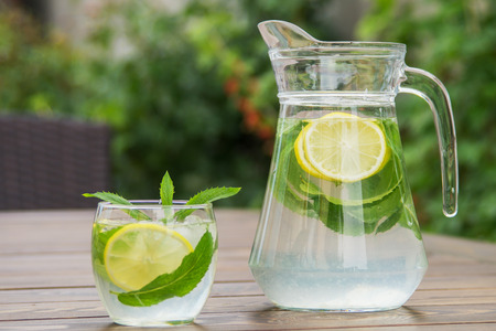 Fresh homemade lemonade with ice and mint on the table with copy space. Standard-Bild - 104353115