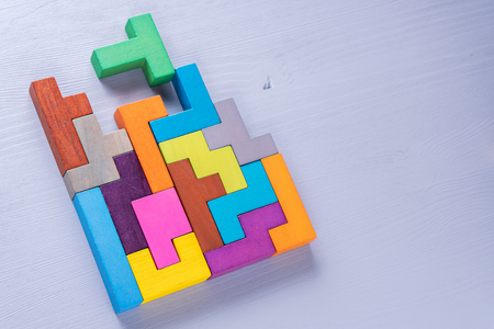 The concept of logical thinking. Geometric shapes in different colors, top view. Abstract Background. Stockfoto