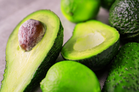 Fresh avocado with lime on napkin, close up. Healthy food concept. Stockfoto