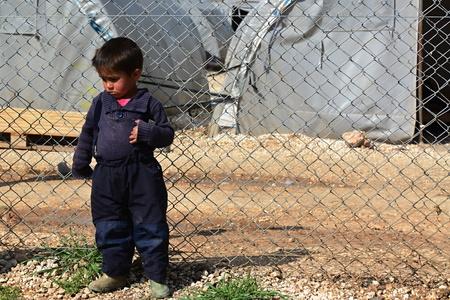 peuple syrien dans le camp de réfugiés de Suruc. Ces personnes sont des réfugiés de Kobane et ont échappé à cause de l'attaque islamique de l'Etat. 30/03/2015, Suruc, Turquie Éditoriale