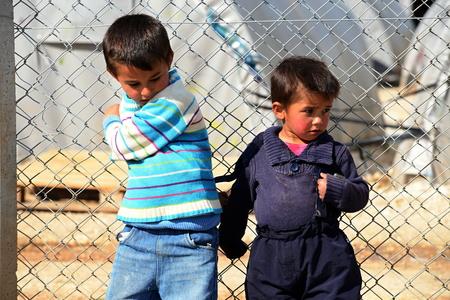 arme kinder: Syrian people in refugee camp in Suruc. These people are refugees from Kobane and escaped because of Islamic state attack. 30.3.2015, Suruc, Turkey