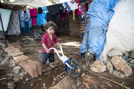 9月6日、2017、Akcakale、トルコ。Akcakale の非公式難民キャンプのシリア人。これらの人々はイドリブ、ラッカ、アレッポからの難民であり、シリア内戦