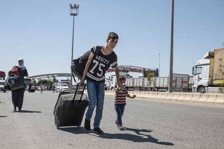 Syrian refugees (mainly from Aleppo and Idlib) entering Turkey in Kilis. Most of them will live in refugee camp. September 8, 2017; Kilis, Turkey.