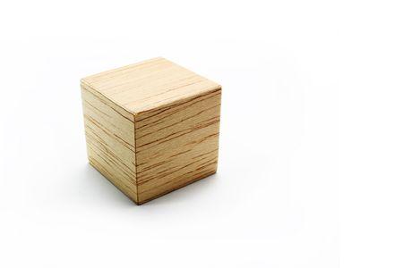 balsa: Balsa houten kubus op de witte achtergrond