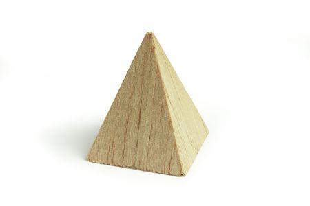 balsa: Balsa hout piramide, op de witte achtergrond Stockfoto