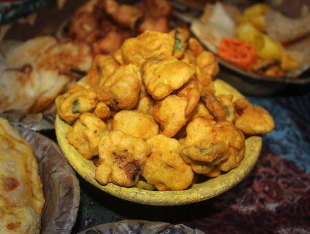 Pakoda,脆洋葱bhajis或kanda或pyaj ke pakore,一种典型的印度小吃,纯乡村风味的美味街头小吃