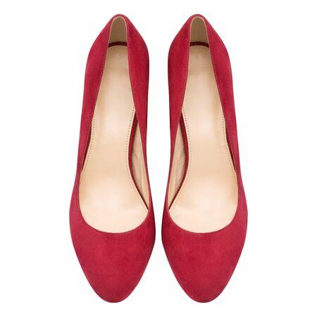 techniek: Vrouwelijke rode suède schoenen, geïsoleerd op een witte achtergrond