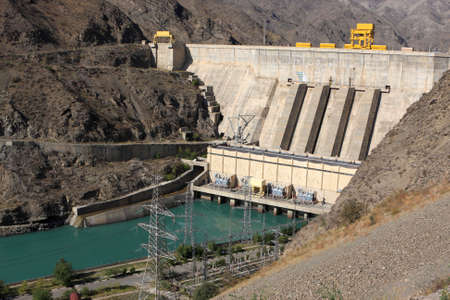 kyrgyzstan: Toktogul hidroel�ctrica sobre el R�o Naryn, Kirguist�n