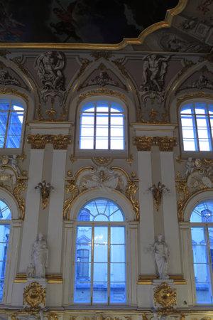 palacio ruso: Interior de la escalera principal del Palacio de Invierno, San Petersburgo, Rusia Editorial