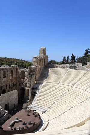 grecia antigua: Parte del antiguo Ode�n de Herodes Atticus est� situado en la ladera sur de la Acr�polis de Atenas, Grecia Foto de archivo