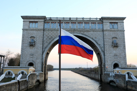 Russian flag on Gateway Arch background, Volga river