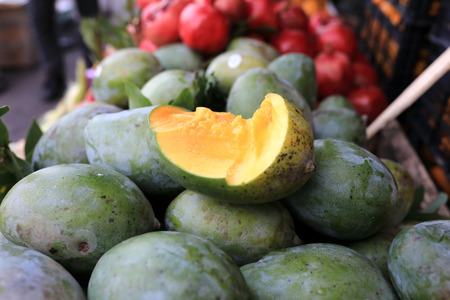 View of mango in box in the market Stock Photo - 133842886