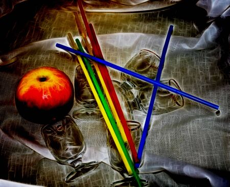 imagen que representa un bodeg�n compuesto de un vaso y una manzana Foto de archivo - 4329018