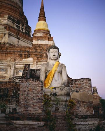 phra nakhon si ayutthaya: Buddha at Ruins of Mat Yai Chai Monkoi Ayuthaya, Thailand