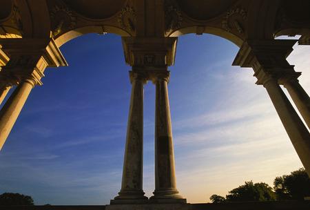 schloss schoenbrunn: Pillars and Arches, Schoenbrunn Palace, Vienna, Austria LANG_EVOIMAGES