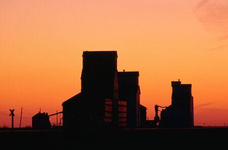 non: Grain Elevators, Saskatchewan, Canada LANG_EVOIMAGES