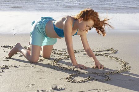 Girl Drawing in the Sand LANG_EVOIMAGES