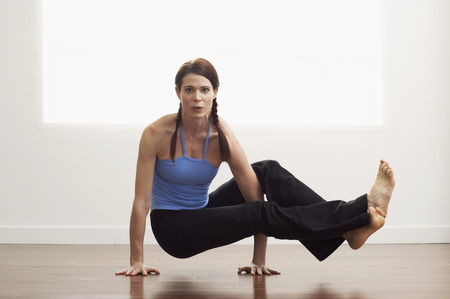 athletic wear: Woman Exercising LANG_EVOIMAGES