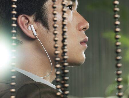 Man Using Headphones LANG_EVOIMAGES