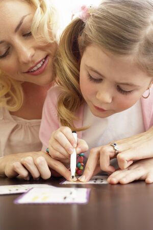 work related: Girl Drawing with Mother LANG_EVOIMAGES