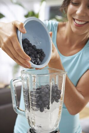 domestication: Woman Making Smoothie LANG_EVOIMAGES
