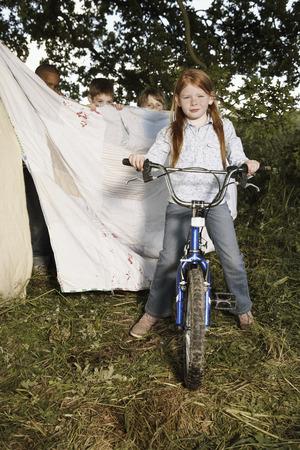 Retrato de la muchacha en la bicicleta