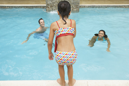 traje mexicano: Family in Swimming Pool LANG_EVOIMAGES
