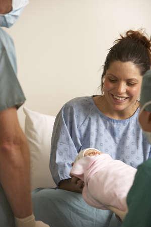 relaciones laborales: Mujer, tenencia, recién nacido
