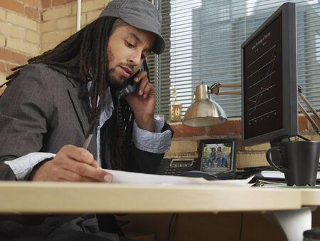 homeoffice: Businessman Working at Desk