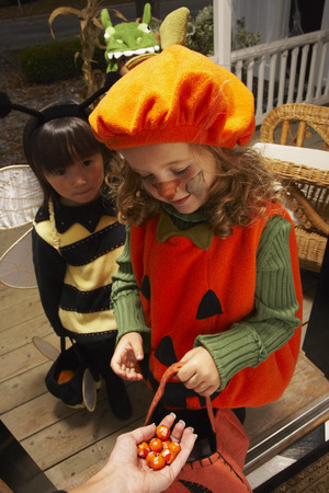 trick or treating: Children Trick or Treating at Halloween