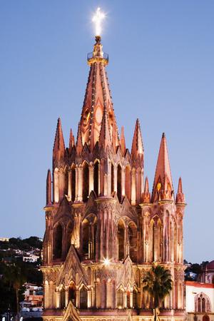 san miguel arcangel: La Parroquia al atardecer, San Miguel de Allende, México LANG_EVOIMAGES