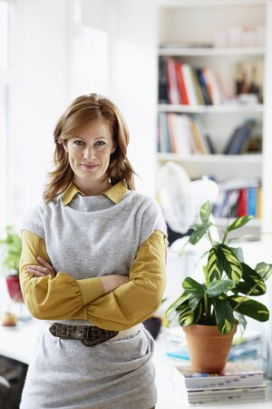 homeoffice: Portrait of Woman in Home Office LANG_EVOIMAGES