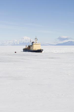 oceanic: Icebreaker on Ross Sea, Ross Island, Antarctica LANG_EVOIMAGES