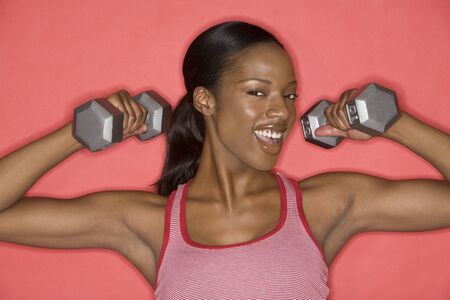 Portrait of Woman Lifting Weights LANG_EVOIMAGES