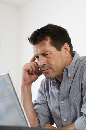 homeoffice: Man Looking at Computer Screen