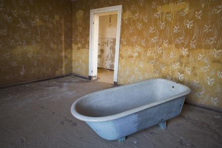 run down: Bathtub, Kolmannskuppe, Namibia LANG_EVOIMAGES