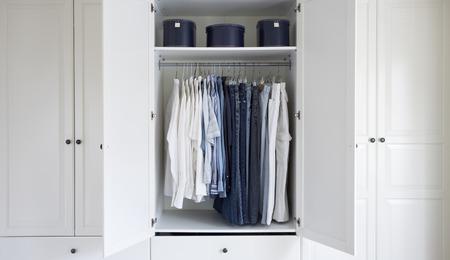 Open Closet in Dressing Room LANG_EVOIMAGES